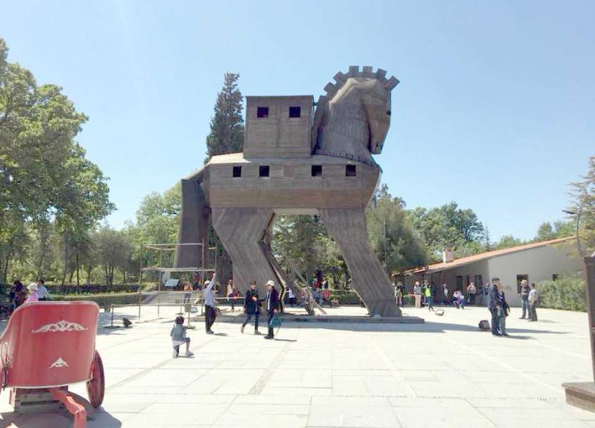 """Troya Milli Parkı""na Ziyaretçi Akını"