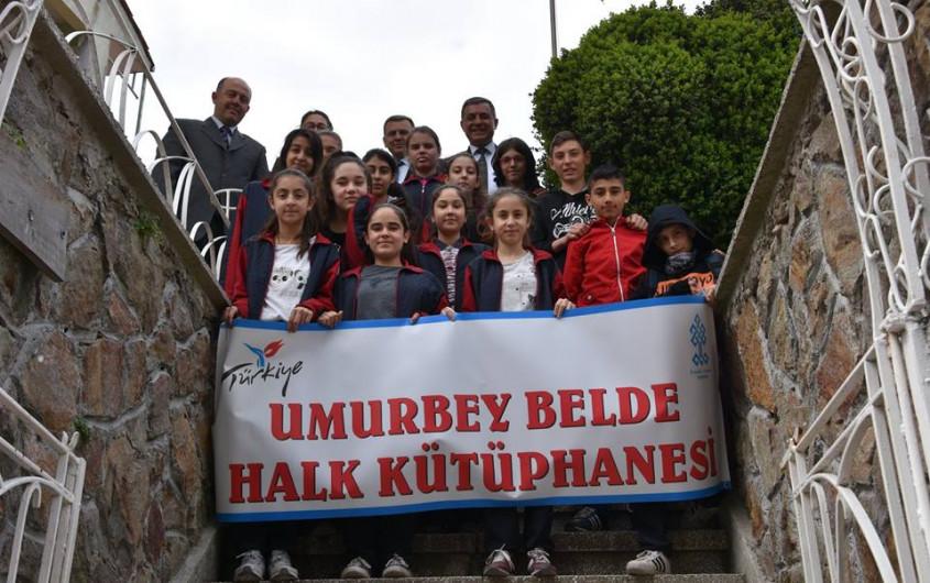 Kemal Dokuz'dan Umurbey Belde Halk Kütüphanesine Ziyaret
