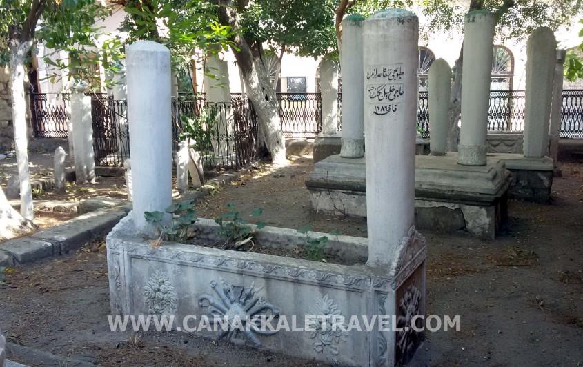 Yalı Camii'ndeki 200 Yıllık Mezarlarda Kimler Gömülü?